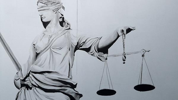 justitia-welche-versicherungen-braucht-man
